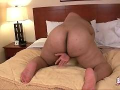 She wants to have straight anal bang on the bed