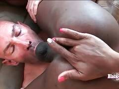 White Man And Black T-Girl Enjoy Mutual Oral 3